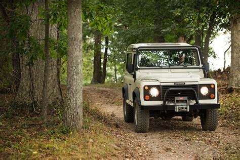 land rover experience defender you can now drive a vintage defender at the land rover