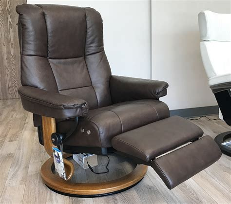 stressless mayfair legcomfort paloma chocolate leather recliner chair  ekornes stressless