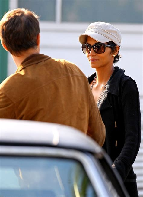 Halle Gets by Halle Berry Photos Photos Halle Berry Grocery Shops Zimbio