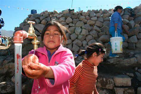 la estrategia del agua desarrollan estrategia regional para la gesti 243 n integral del agua y saneamiento gobierno