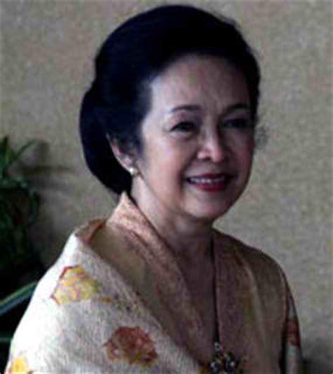 Biografi Ibu Ainun Habibie 2010   artis hot may 2010