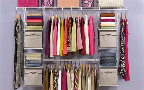 armadio in ordine come mettere in ordine i vestiti nell armadio