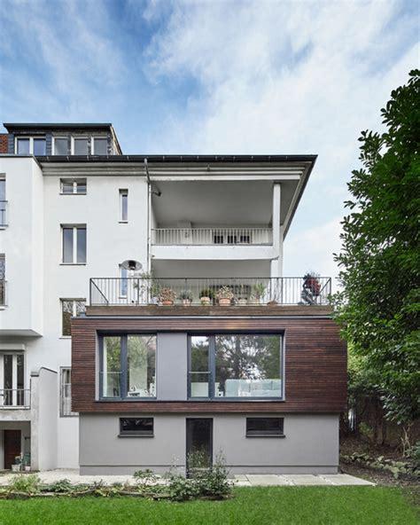moderne häuser holzverkleidung anbau an ein mehrfamilienhaus in d 252 sseldorfdachterrasse
