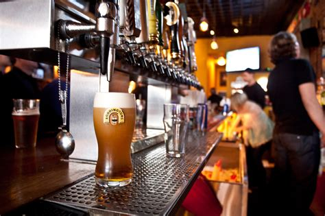 top sports bars in nyc best sports bars in nyc to watch a game with some beer and