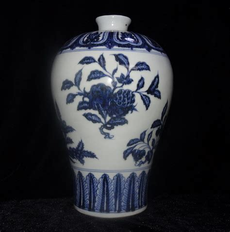 antique style blue white ornate porcelain garden water ming dynasty yongle blue and white porcelain flowers and fruits vase antique vase