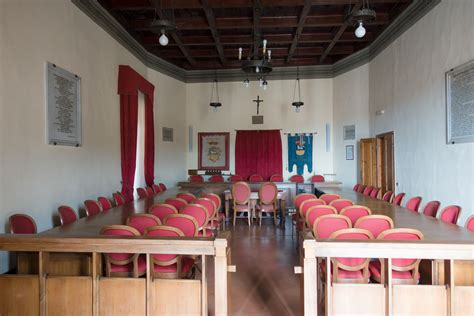 gambar layout ruang rapat gambar kayu kursi bangunan merah aula milik kamar