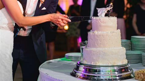 Hochzeitstorte Anschneiden by Br 228 Uche Rund Um Die Hochzeitstorte In Der 220 Bersicht