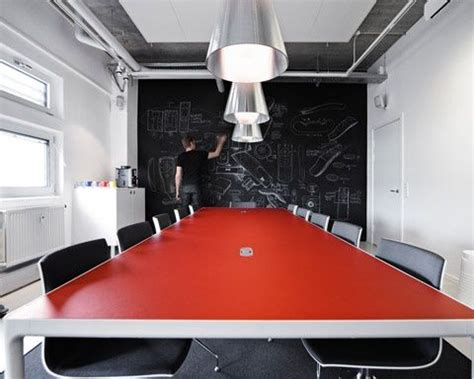 It Office Design Ideas Chalkboard In The Boardroom Creative Way To Share Ideas