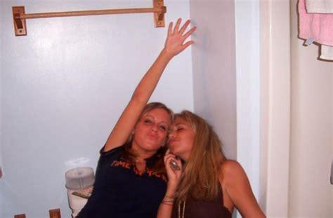 drunk girl in bathroom ever wondered what drunk girls do in the bathroom 74 pics izismile com