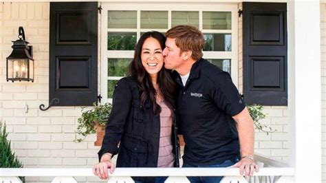 and joanna gaines 2017 and joanna gaines net worth money end hgtv chip and joanna gaines to host free movie nights all