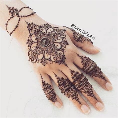 lovely work using henna designs by uk artist humna mustafa 17 best images about pakistani wedding mehndi on