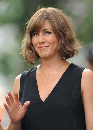 pictures of women wearing the rachel haircut did jennifer aniston cut her hair beauty