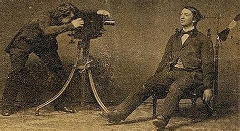 kumpulan tutorial fotografi seni fotografi yang menggunakan objek mayat manusia
