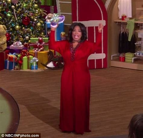 Oprah Christmas Giveaway - oprah s favorite things 2010 christmas show crowds go wild daily mail online