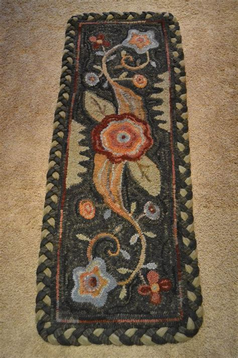 hooking rugs with wool 139 best images about hook rugs on wool rug
