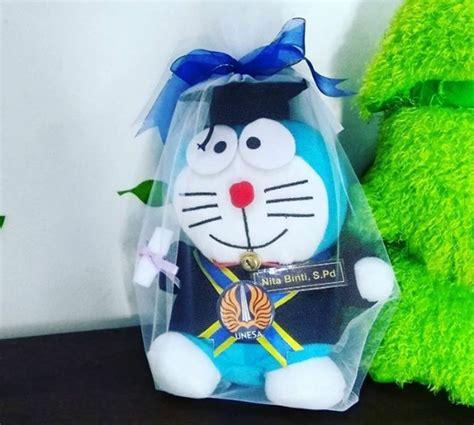 Boneka Wisuda Doraemon doraemon boneka wisuda unesa kado wisudaku