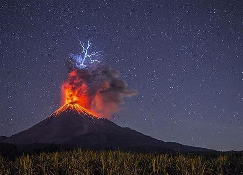 las asombrosas erupciones volcanicas  presencia nuestro