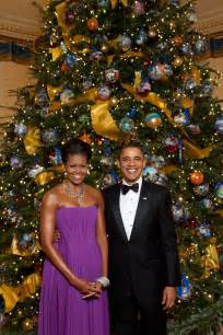 file michelle and barack obama pose in front of the