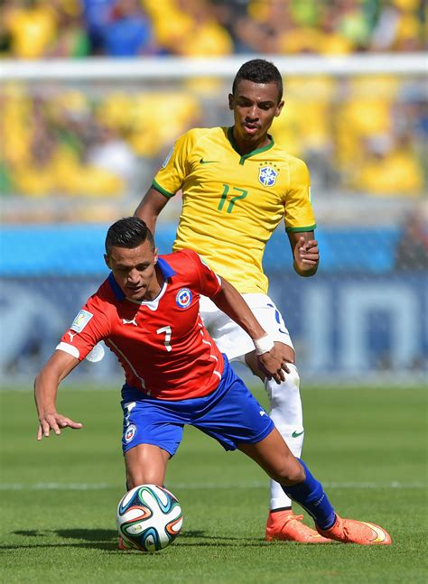 alexis sanchez world ranking alexis sanchez and luiz gustavo photos photos zimbio