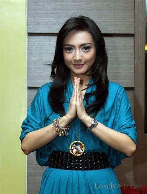 film indonesia hot terbaru 2011 foto wiwid gunawan terbaru foto sexy artis indonesia