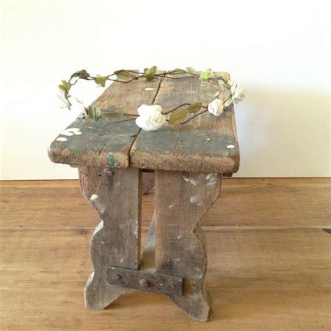 banc en bois occasion petit banc repose pied ancien en bois brut naturel patine