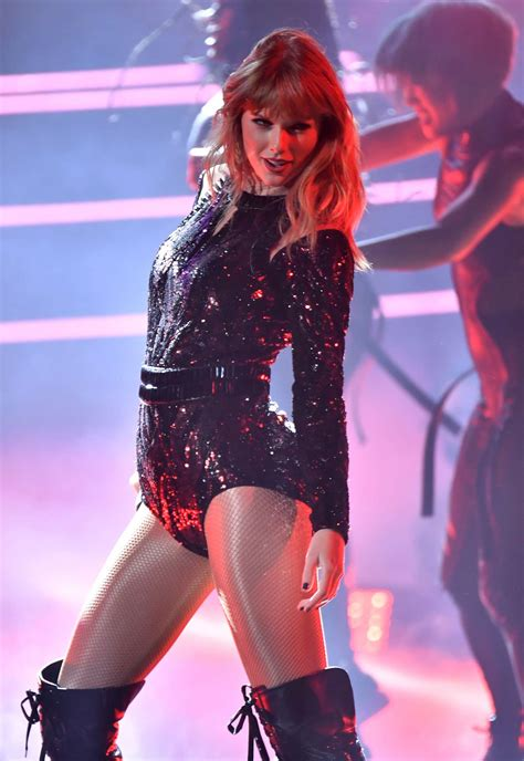 taylor swift i did something bad ama 2018 full video taylor swift performs at 2018 american music awards in la