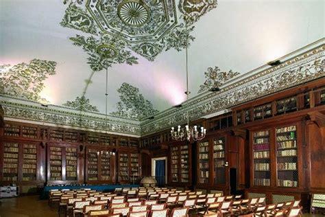 biblioteca d italia biblioteca nazionale di napoli la terza pi 249 grande d italia