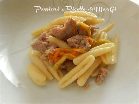 ricette primi piatti con fiori di zucca pasta con fiori di zucca e salsiccia