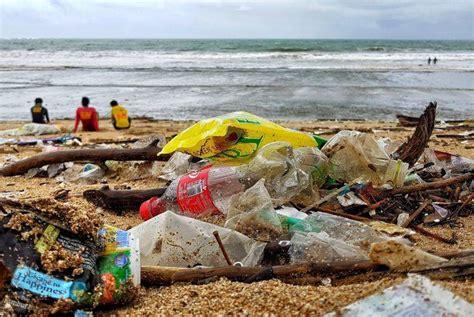 bali beaches buried  rubbish  indonesia battles oceans