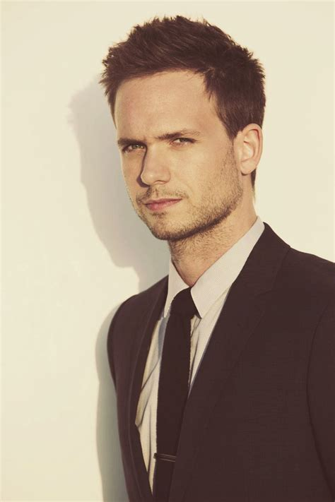patrick j adams haircut mike ross hairstyle and haircut pictures in season 5 of suits