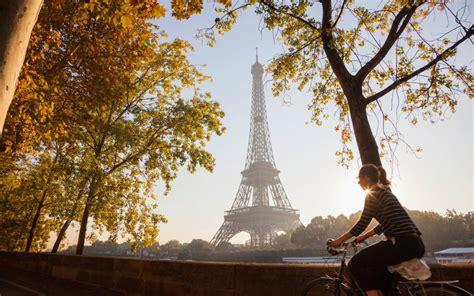 autumn    romantic season   city break