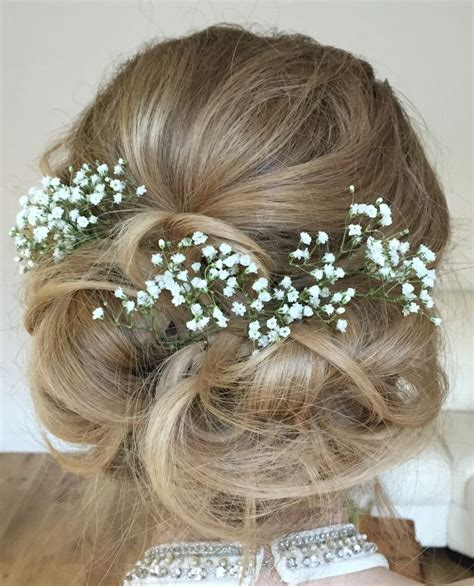 Wedding Hairstyles With Gypsophila by Best 25 Flower Hairstyles Ideas On