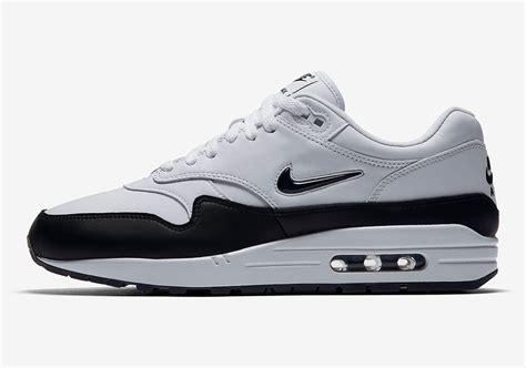 Nike Airmax One Black White nike air max 1 white black 918354 100 sneakernews
