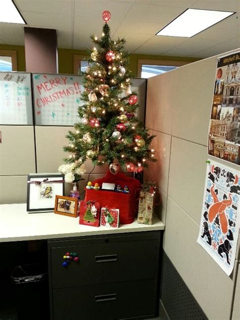 christmas desk ideas 158 best cubicle decorating images on decorating