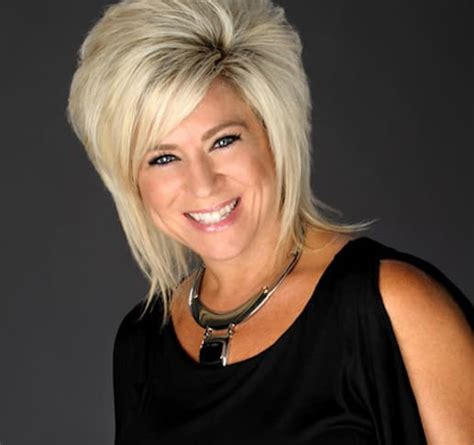 where does teresa caputo get her big bold necklaces theresa caputo picture the hollywood gossip