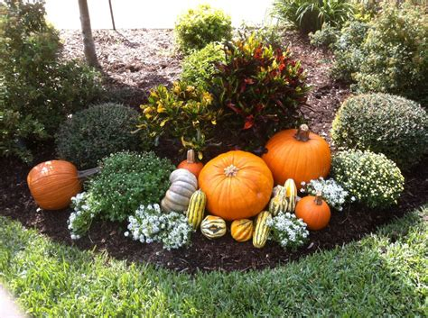 20 ways to help create a fall inspired front lawn