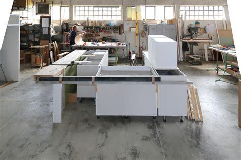 assemblaggio mobili lavorazioni lilea falegnameria lavorazioni conto terzi
