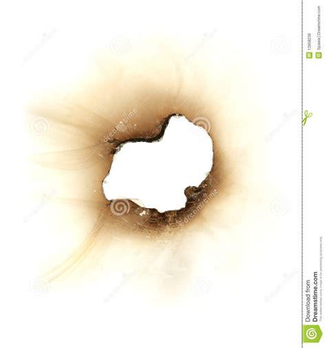 brandloch in brandloch in einem blatt papier lizenzfreies stockbild