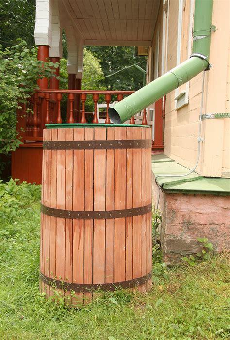 recuperation eau de pluie gouttiere 1972 un r 233 cup 233 rateur d eau de pluie pour arroser votre jardin