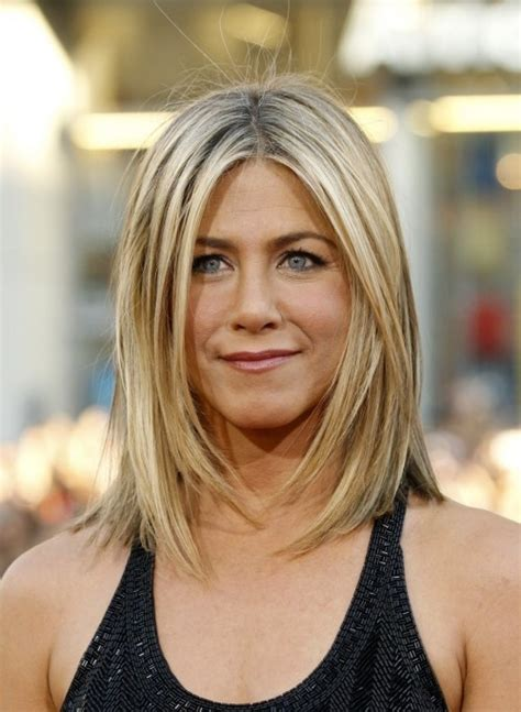 medium length piecy hair shoulder length long piecey layers jennifer anniston