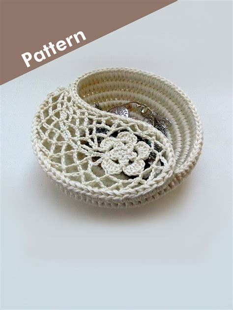 crochet pattern yin yang crochet photo tutorial yin yang paisley jewelry dish by