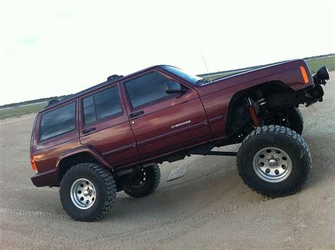 maroon jeep cherokee jeep marron