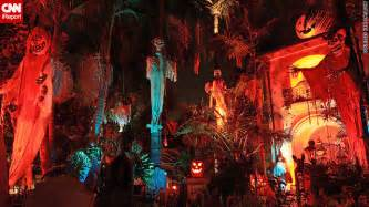 Professional Halloween Decorations Home Haunters Hack Halloween Decorations Cnn Com