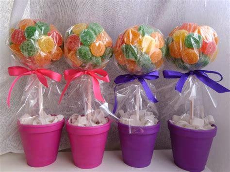 centros de mesa con dulces surtidos centro de mesa con distintivo mesa centros de mesa con dulces dale detalles
