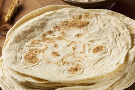 imagenes de unas tortillas pila de tortillas de harina caseras foto de stock