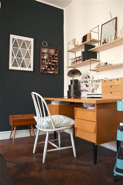 kleines büro einrichten wohnzimmer braun creme