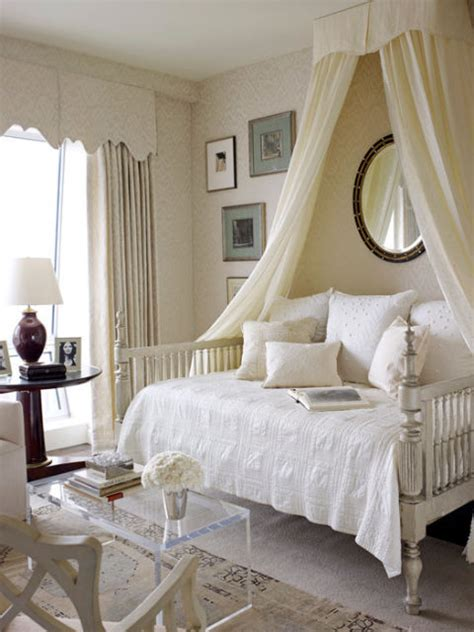 canopy bed decorating ideas 10 diy canopy beds bedroom and canopy decorating ideas