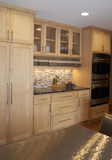 maple or oak cabinets amusing walk in kitchen design with light maple kitchen