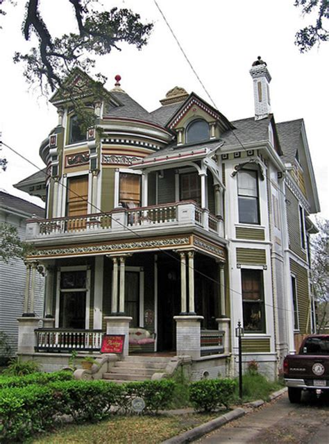 queen anne style home queen anne style house mobile alabama 1216 government