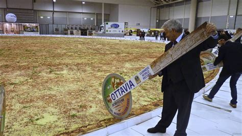 world largest the pizza in the world ottavia